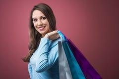 счастливая женщина покупкы Стоковая Фотография