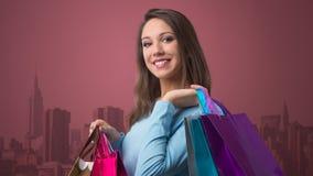 счастливая женщина покупкы Стоковое Фото