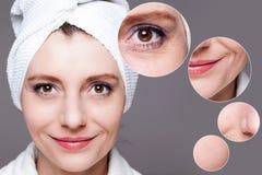 Счастливая женщина после косметики - перед или после съемками - снимает кожу с c Стоковое Фото