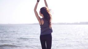 Счастливая женщина скача outdoors видеоматериал