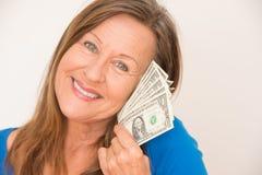 Счастливая женщина с деньгами доллара США Стоковая Фотография RF