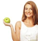 Счастливая женщина с зеленым яблоком стоковое фото rf