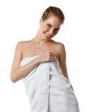 Счастливая женщина с полотенцем Стоковое Изображение