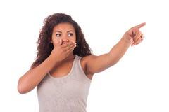 Счастливая женщина указывая вверх с ее перстом стоковая фотография