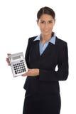 Счастливая изолированная коммерсантка показывая карманный калькулятор Стоковое Фото