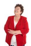 Счастливая изолированная старшая женщина нося красную куртку стоковые изображения
