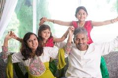 Счастливая индийская семья играя дома Стоковые Изображения