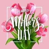 Счастливая литерность дня матерей Поздравительная открытка дня матерей с зацветая тюльпаном цветет также вектор иллюстрации притя Стоковое Изображение RF