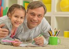 Счастливая картина отца и дочери Стоковые Изображения RF
