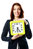 Счастливая коммерсантка держа настенные часы стоковая фотография rf