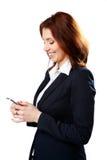 Счастливая коммерсантка держа smartphone стоковая фотография rf