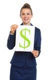 Счастливая коммерсантка задерживая лист бумаги с знаком доллара Стоковые Изображения RF