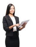 Счастливая коммерсантка работая на таблетке на белизне Стоковая Фотография