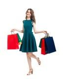 Счастливая красивая женщина держа isolat много красочного хозяйственных сумок стоковые изображения