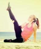 Счастливая красивая спортсменка работая действие Стоковое Изображение RF