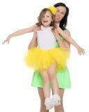 Счастливая мать держа молодую дочь Стоковые Изображения RF