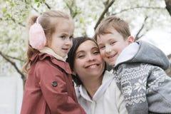 Счастливая мать и обнимать 2 детей Стоковая Фотография RF