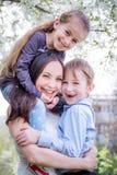 Счастливая мать и обнимать 2 детей Стоковое Фото