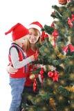 Счастливая мать и сын украшая рождественскую елку Стоковые Фотографии RF
