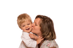 Счастливая мать обнимая ее мальчика Стоковые Изображения