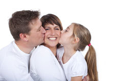 Счастливая мать расцелованная ее семьей стоковые изображения rf