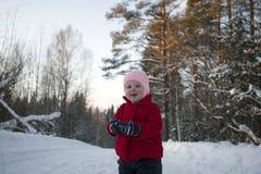 Счастливая маленькая девочка с Photocamera в руках Стоковые Фото