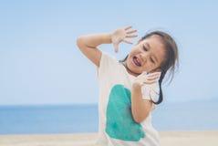 Счастливая милая азиатская девушка Стоковая Фотография RF