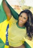 Счастливая молодая женщина в верхней части футбола Бразилии Стоковые Изображения