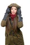 Счастливая молодая женщина в одеждах зимы стоковые фотографии rf