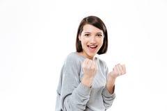 Счастливая молодая женщина показывая кулаки и смотря камеру Стоковые Изображения RF