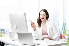 Счастливая молодая профессиональная женщина Стоковое Фото