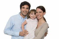 Счастливая молодая семья стоя на белой изолированной предпосылке, Стоковые Изображения RF