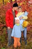 Счастливая молодая семья с детьми Стоковое Изображение RF