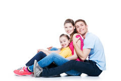 Счастливая молодая семья с усаживанием ребенк Стоковая Фотография