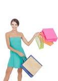 Счастливая молодая хозяйственная сумка девушки покупок отбрасывая Стоковое Фото