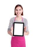 Счастливая домохозяйка молодой женщины стоковое фото rf