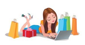 счастливая он-лайн женщина покупкы белизна покупкы компьтер-книжки интернета backgraund Стоковые Фотографии RF