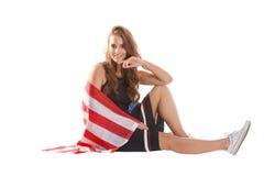 Счастливая патриотическая женщина держа флаг США Стоковая Фотография RF