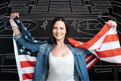 Счастливая патриотическая женщина поддерживая ее команду Стоковое Изображение