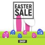 Счастливая продажа рамки квадрата плаката пасхи с травой и яичками и ушами кролика Стоковые Изображения RF
