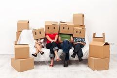 Счастливая семья в их новой домашней принципиальной схеме Стоковое фото RF