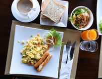 Счастливая семья имея завтрак Стоковое Фото