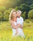 Счастливая семья на матери природы и дочери младенца Стоковые Фото
