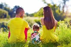 Счастливая семья на поле лета Стоковые Фотографии RF