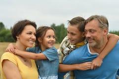 Счастливая семья на поле Стоковая Фотография RF