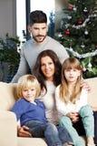 Счастливая семья на рождественской елке стоковое фото rf