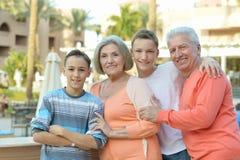 Счастливая семья на тропическом курорте Стоковая Фотография