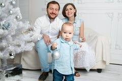 Счастливая семья на cristmas Стоковые Изображения