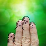 Счастливая семья пальца на зеленой предпосылке природы Стоковая Фотография RF