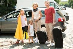 Счастливая семья путешествуя автомобилем Стоковая Фотография RF